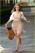 rachel-mcadams-running-woman-02